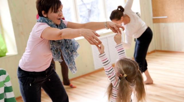 Программы по танцевально-двигательной терапии для детей и подростков